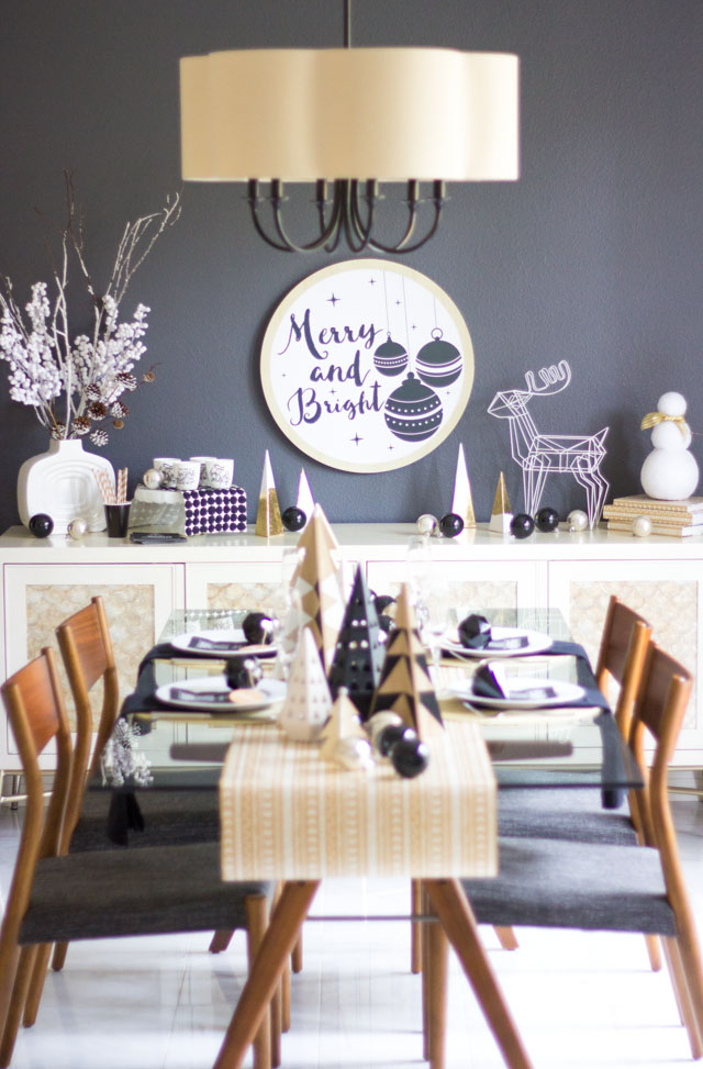 Love this modern black and white Christmas table decor idea!