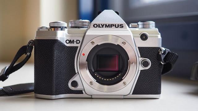 شركة Olympus  تعلن انسحابها من سوق الكميرات
