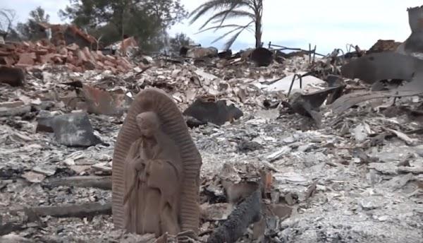 Estatua de la Virgen María lo único que quedó de pie después de Harvey.