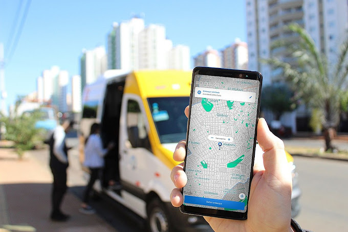 Van do Citybus 2.0 e aplicativo no celular