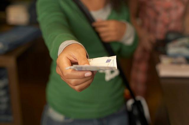 Você deve emprestar dinheiro para a família e amigos?