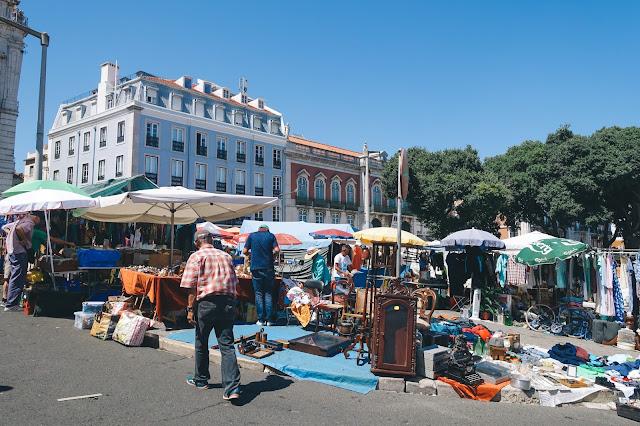 泥棒市(Feira da Ladra)