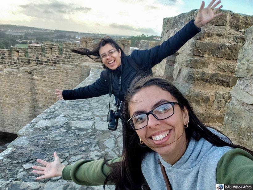 Em cima das muralhas de Óbidos, Portugal