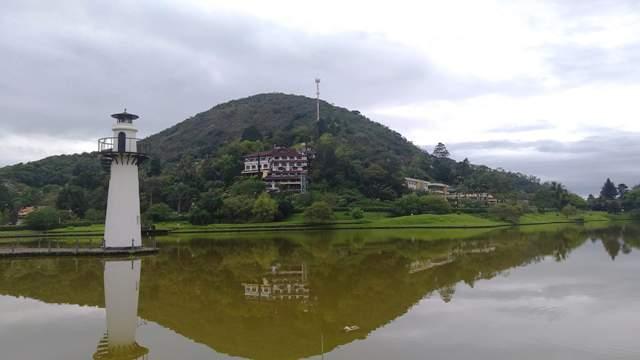 O lago a beira do Quitandinha em Petrópolis, região serrana do Rio de Janeiro