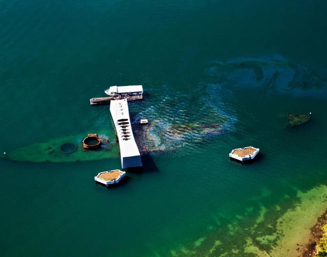 Oil seeping from USS Arizona in Pearl Harbor worldwartwo.filminspector.com