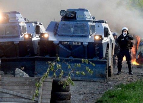 لأول مرة مند 2005..مدرعات عسكرية لمواجهة السترات الصفراء بالشوارع الفرنسية (فيديو)