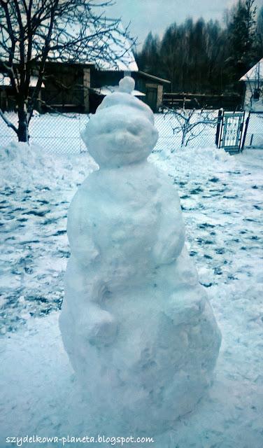 bałwanek ze śniegu