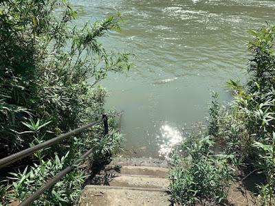 階段の先は水の中