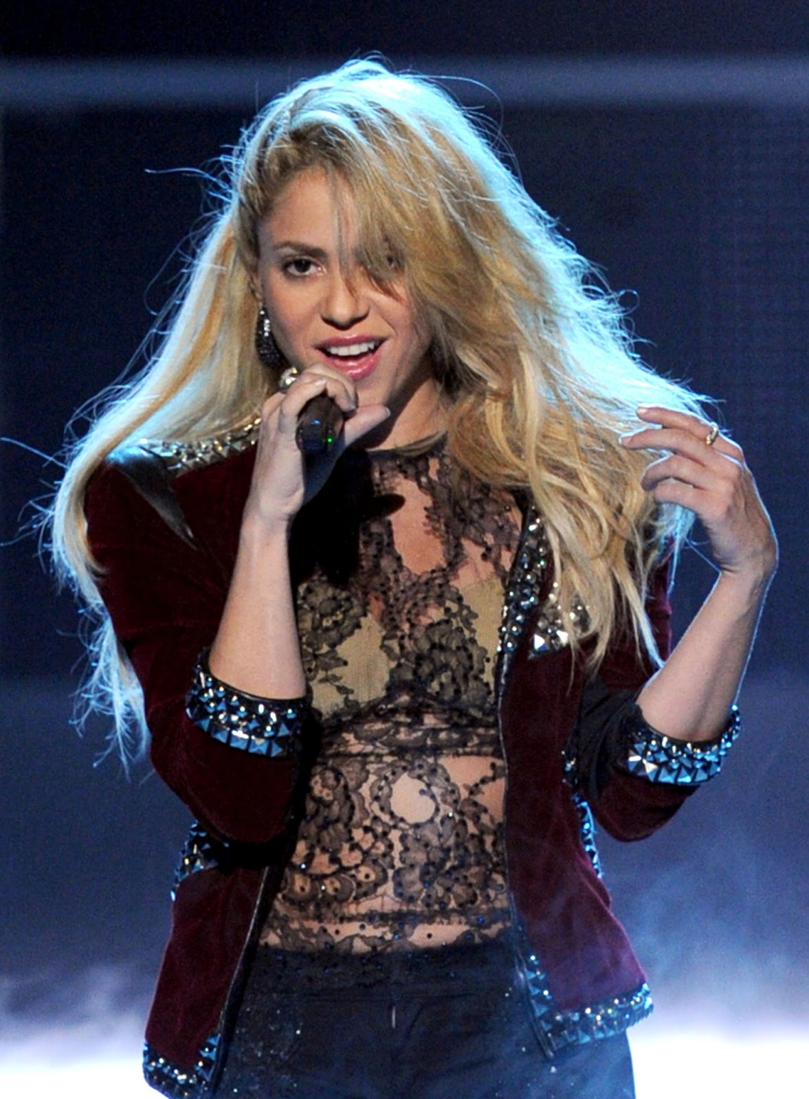 Shakira Brand New Top 10 Hairstyles Design 2013 Images