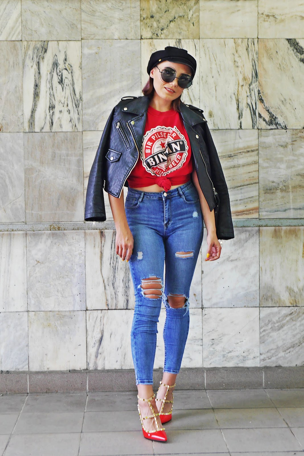 blue denim pants red t-shirt christian lauboutin heels karyn blog modowy