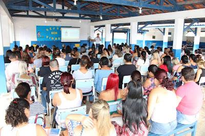 Profissionais da Educação de Juquiá se reúnem para debater a Base Nacional Comum Curricular.