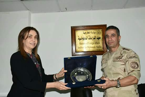 معهد الدراسات الدبلوماسية يستضيف المتحدث العسكرى للقوات المسلحة
