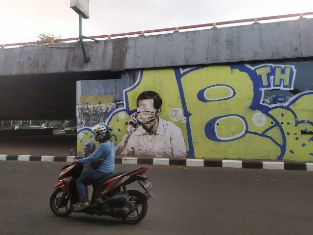 Polisi Cari Sosok yang Buat Mural Mirip Jokowi di Bandung