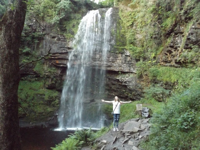 henrhyd-falls, brecon-beacons, walk, waterfall