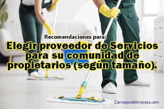 Personas limpiando edificios