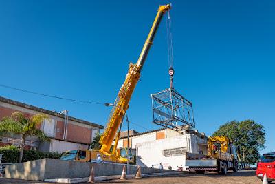 Elevador cedido por Itaipu reforça atendimento a casos graves de covid-19 no HMCC