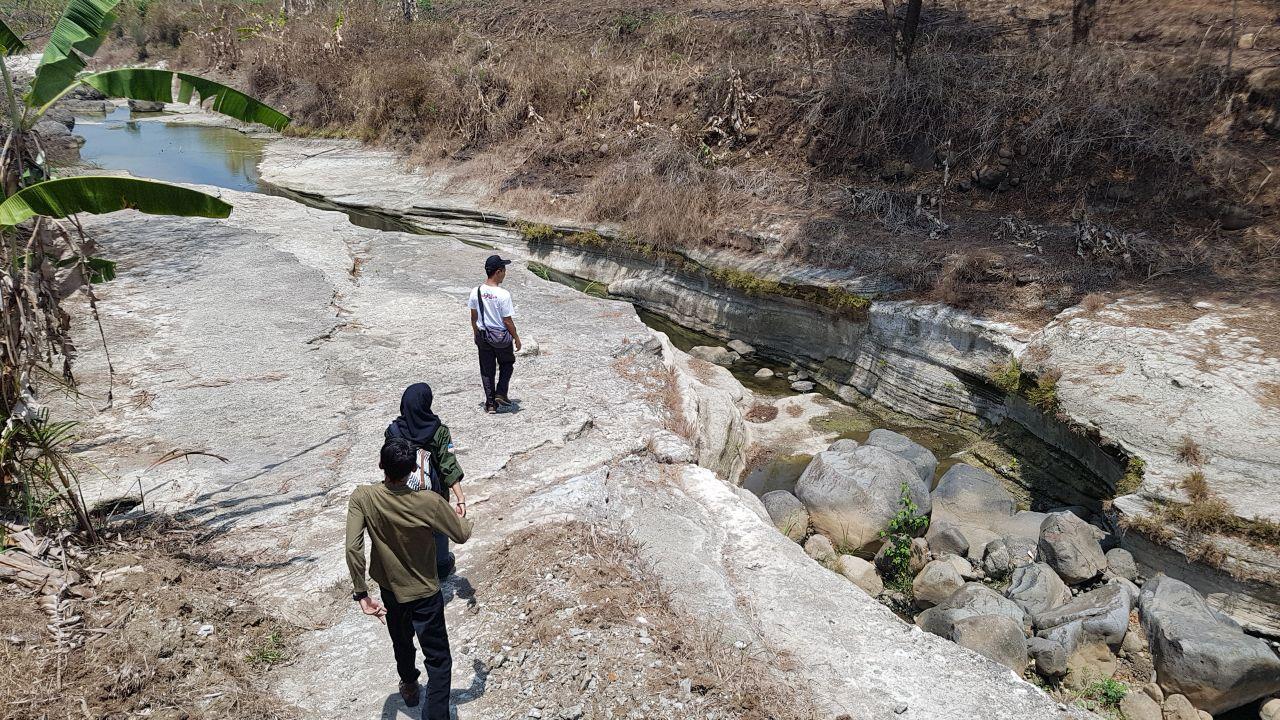 FieldTrip Eksplorasi Lava Bantal Sleman dan Pegunungan Kulonprogo