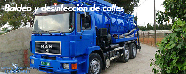 Baldeo y desinfección de calles en Torrent-Valencia