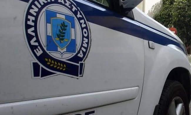 Συλλήψεις στην Καρδίτσα - Είχαν στο αυτοκίνητο μαχαίρια, τσεκούρια και καπνογόνα