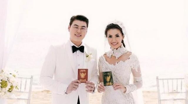 Gosip Terhangat - Bahagia, Bersama Suami dan Kolega Asty Ananta Liburan ke Thailand