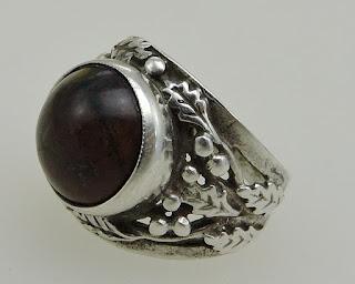 Mam swój dębowy pierścionek