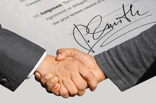 系爭契約係兩造於105年10月3日 所簽訂,此為兩造所不爭,則依法律不溯及既往之規定,系爭契約自無因適用上開條例及行政命令之餘地,是被告所辯 ,容有誤會,要非可採