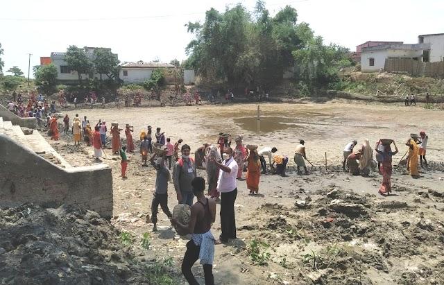 अंकुरित सरस्वती मंदिर परिसर में स्थित तालाब का जीर्णोद्धार शुरू