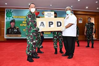 Pangdam Hasanuddin Serahkan Bantuan 2000 APD dan 600 Rapid Test di Sultra