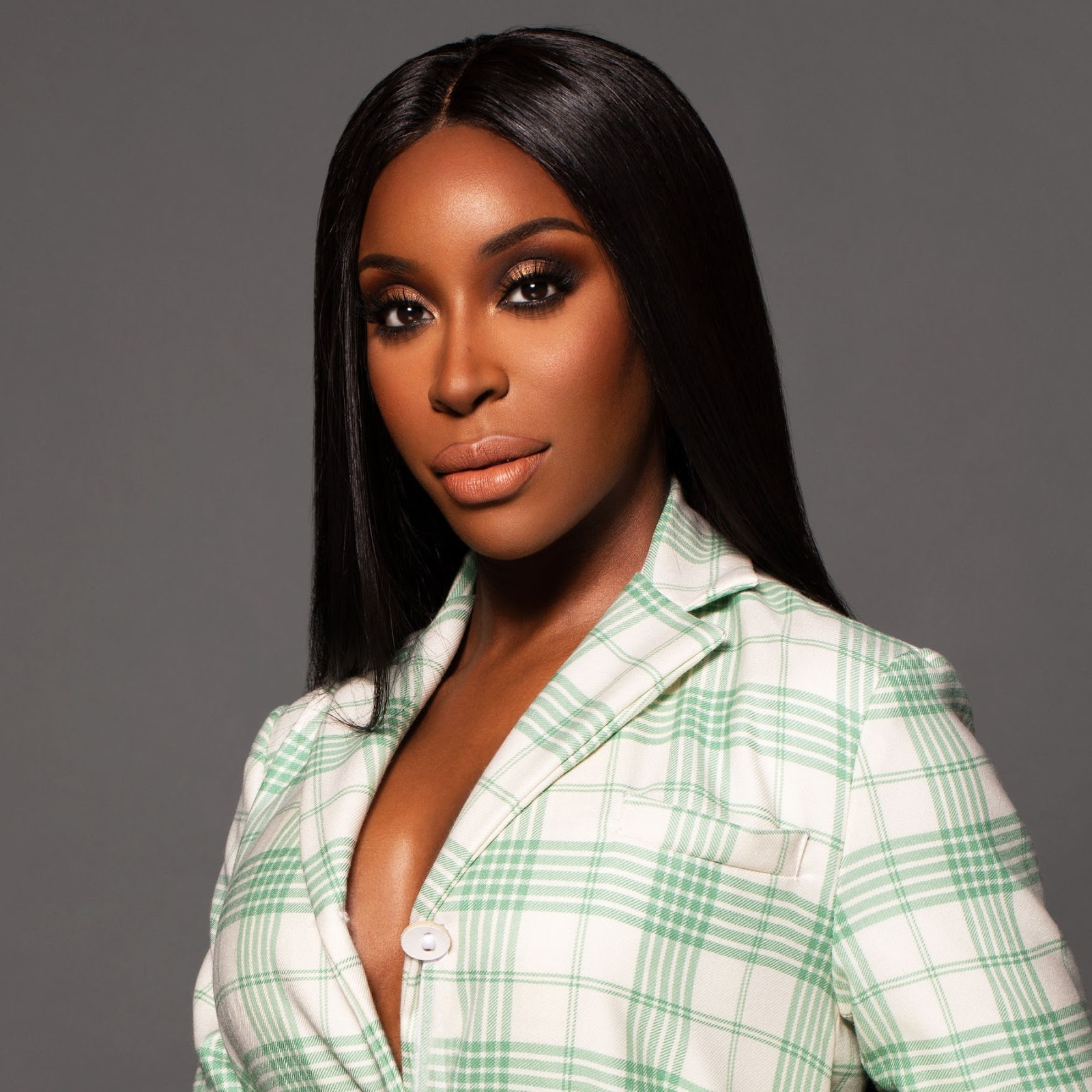 Jackie Aina: Top 10 Best American Makeup Artists Right Now