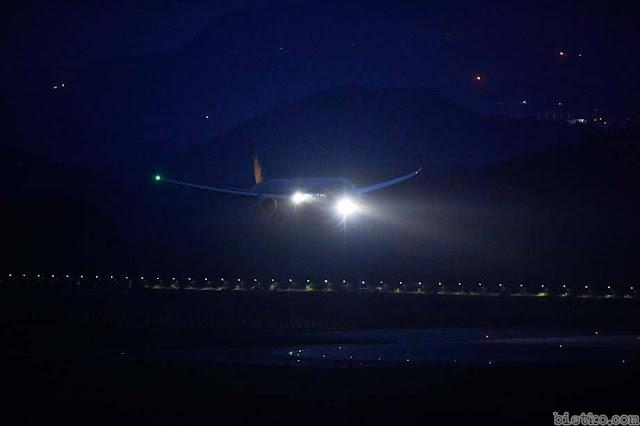 máy bay Việt Nam đáp xuống sân bay Mỹ