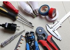العدد والأدوات المستخدمة فى اعمال الكهرباء