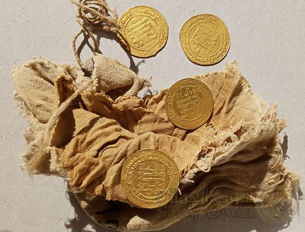 28 دينار من الذهب الخالص يرجع تاريخها للعصر العباسي