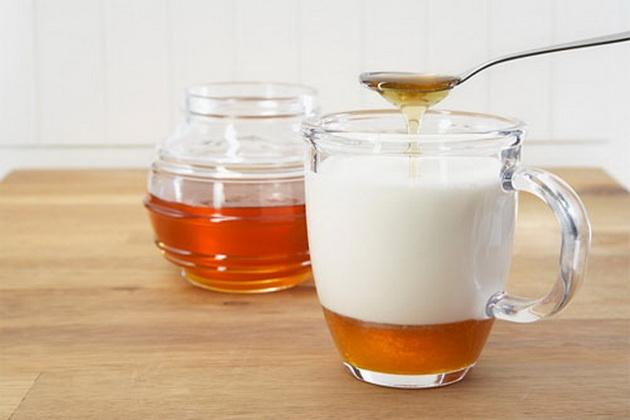 Inilah 8 Manfaat Minum Susu Campur Madu