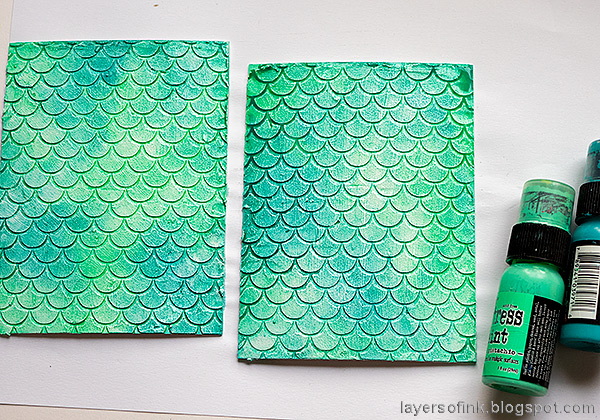 Layers of ink - Textured Vintage Notebook Tutorial by Anna-Karin Evaldsson. Paint with Distress Ink.