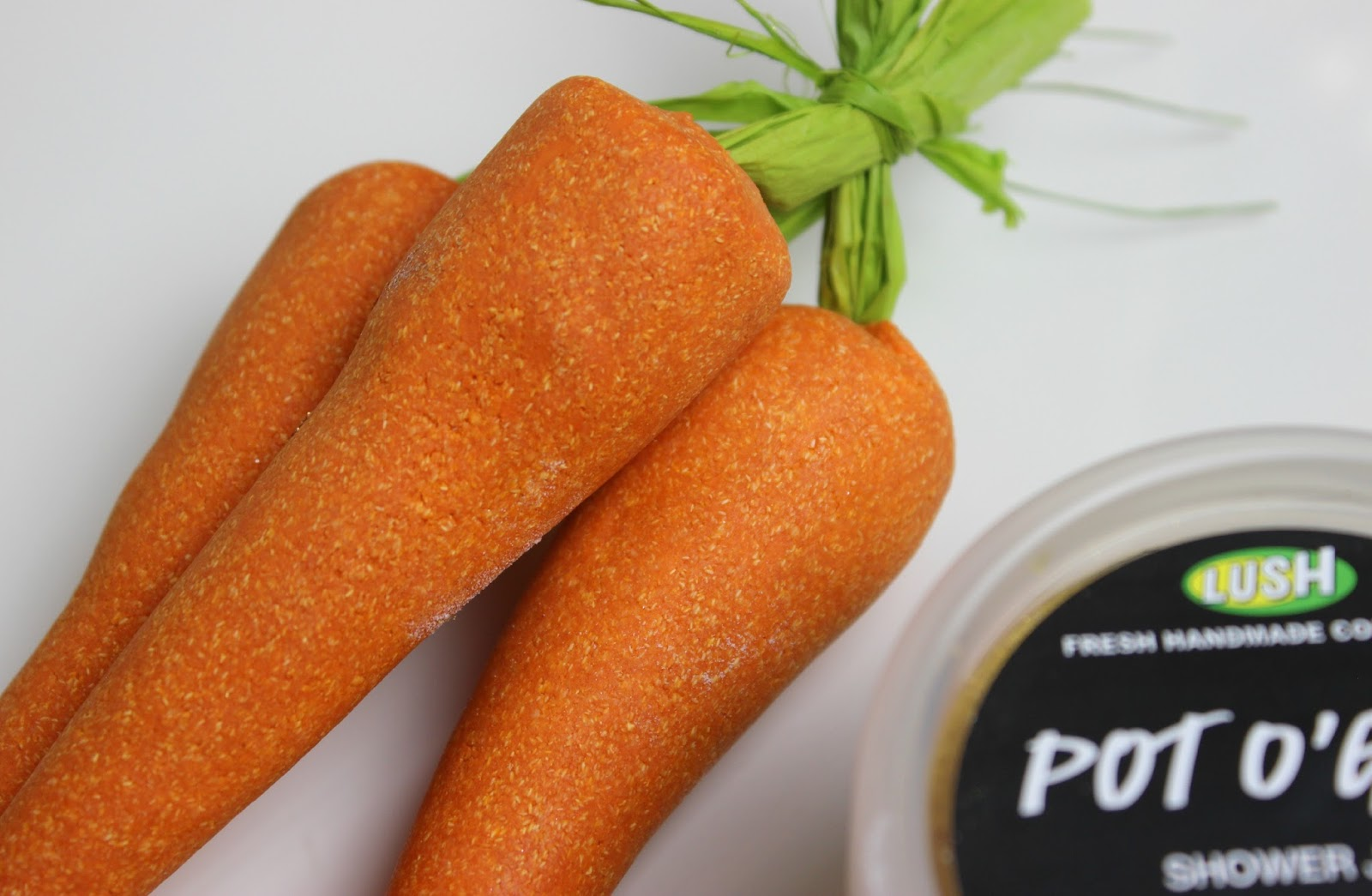 A picture of Lush Bunch of Carrots Reusable Bubble Bar