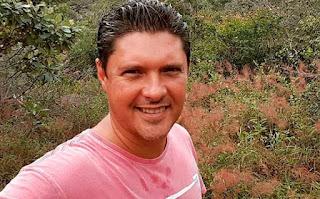 Bandidos põe fogo em carro com o jornalista Jony Torres da TV Bahia
