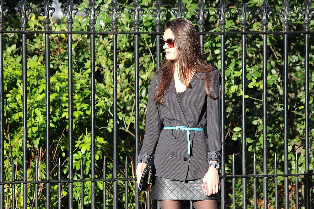 peexo fashion blog wearing pinstrpe blazer and leather quilted skirt and topshop lave bralet and bright blue belt