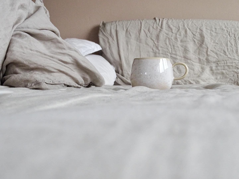 Leinenbettwäsche und Schlafzimmer in Nude | Fotoaktion #12von12 | 1 Tag in 12 Bildern | https://mammilade.blogspot.de