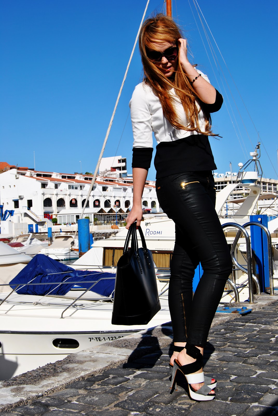 nery hdez, shoppin bag zara, black and white,