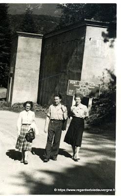 Photo de famille NB panneaux de villes : Le Mont-Dore.
