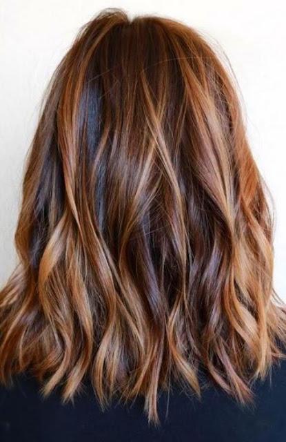 Medium Length Hairstyle and Haircuts For Women - Medium Length Hair With Caramel Highlights