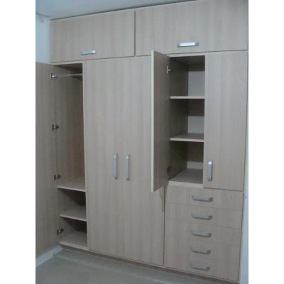 Closet y muebles de madera closet de madera rh for Closets y muebles