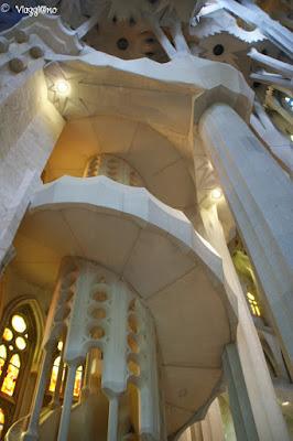 Gli interni della Sagrada Familia di Gaudì, scale per le torri
