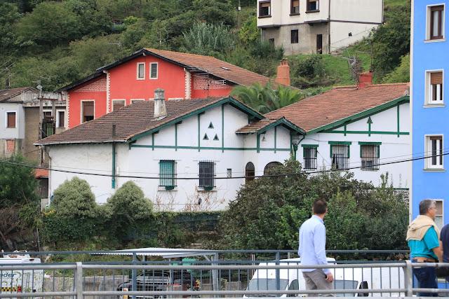Casas cuya protección pide el Gobierno Vasco en El Calero