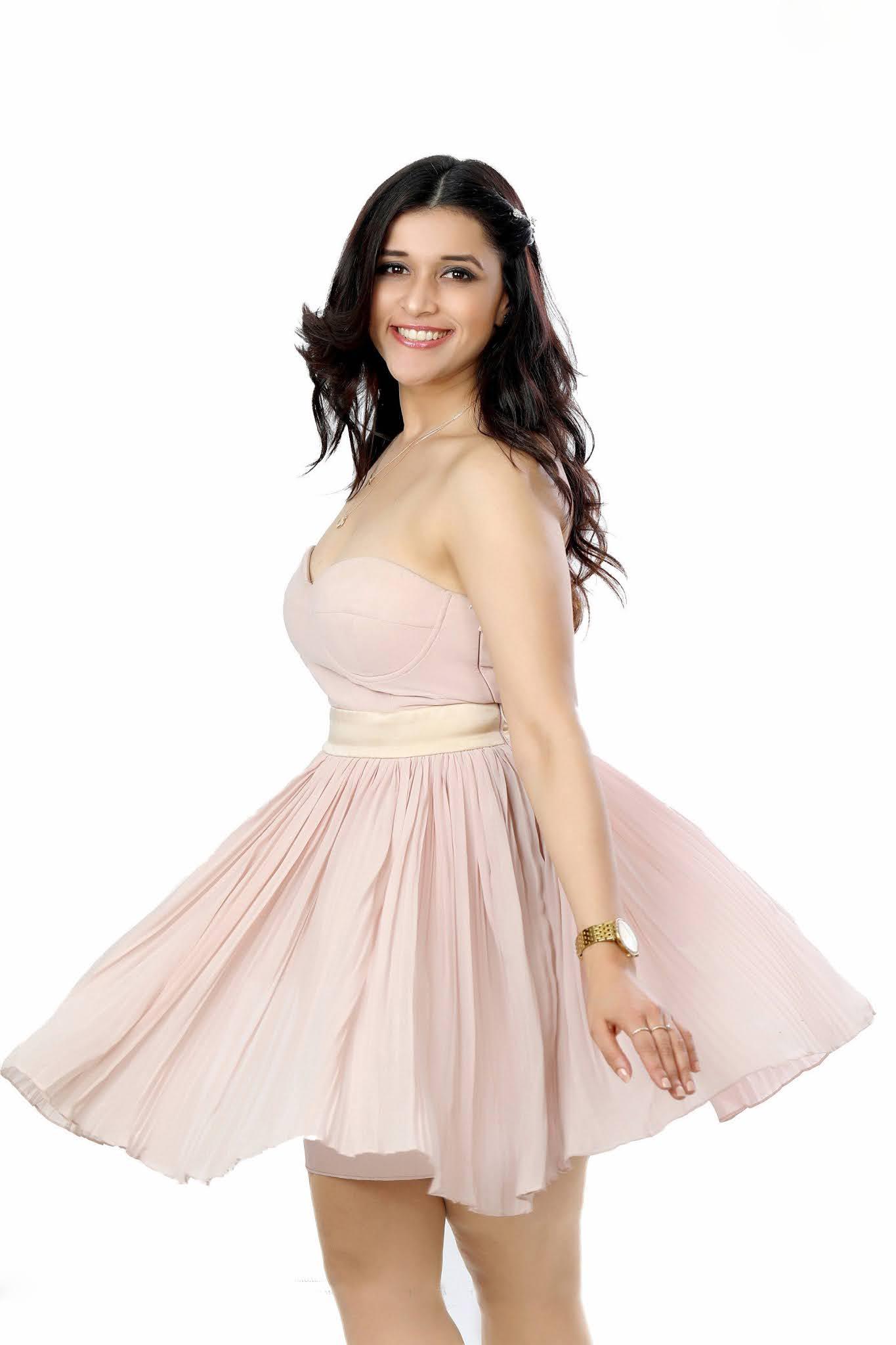 Actress Mannara Chopra Glam Photoshoot