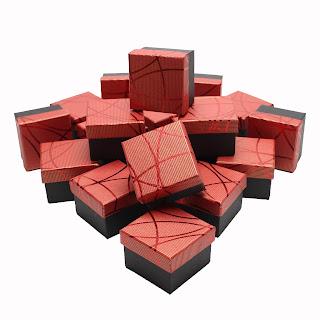 """Подарочная картонная коробочка для бижутерии и ювелирных изделий, под кольцо """"Блестящая полоска красная"""" box18"""