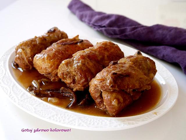 Roladki schabowe duszone w sosie z cebulą i grzybami - Czytaj więcej »