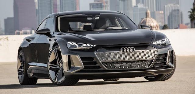 auto moderno audi e-tron gt negro, vista frontal