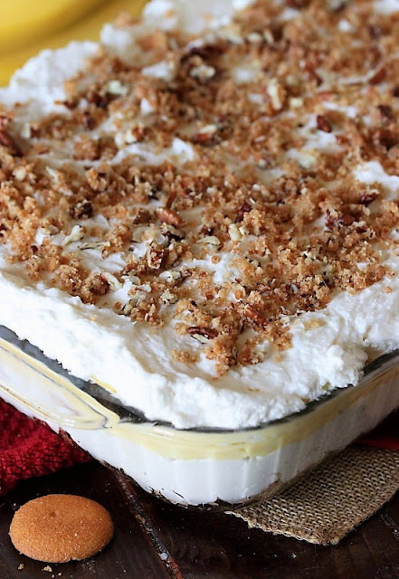 Adding Crumb Topping to Make No-Bake Banana Pudding Yum Yum Image