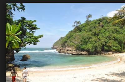 wisata pantai di batu malang